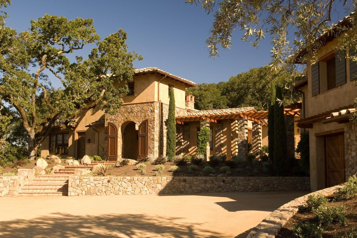 Wine Country Retreat courtyard